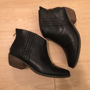 Ankle boots with back zippers
